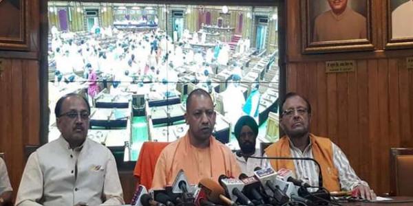 सोनभद्र कांड को लेकर विधानसभा में हंगामा, CM योगी आदित्यनाथ बोले-हो रही है विस्तृत जांच