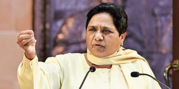 उत्तर भारतीयों पर बयान देकर फंसे संतोष गंगवार, मायावती बोलीं- देश से माफी मांगें मंत्री