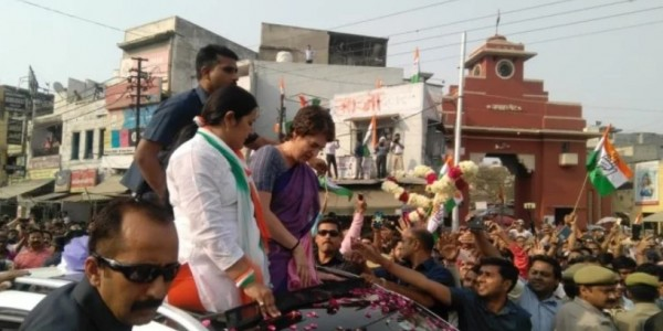 गाजियाबादः प्रियंका गांधी का मिशन यूपी, रोड शो शुरू, उमड़ा जनसैलाब