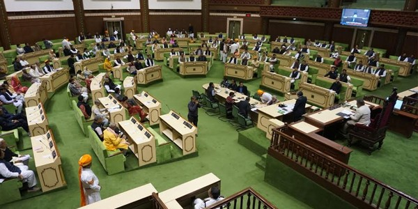 first-session-of-the-15th-assembly-begins-the-oath-is-being-administered-to-the-legislator-news-hindi