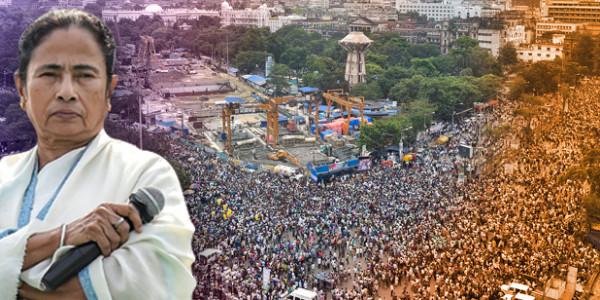 शहीद दिवस पर ममता ने दिखाई ताकत, रैली में बीजेपी को कहा- डकैतों की पार्टी