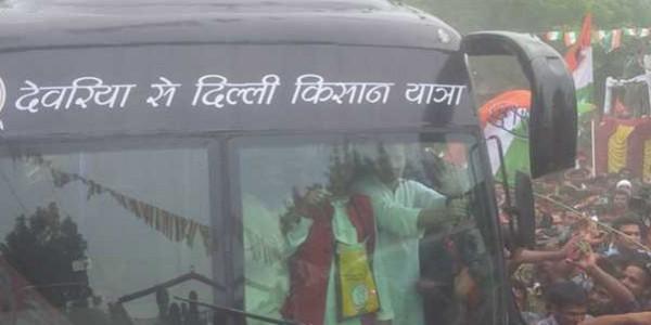 राहुल गांधी ने महोबा में वीरआल्हा को पुष्प अर्पित किये, करेंगे खाट सभा