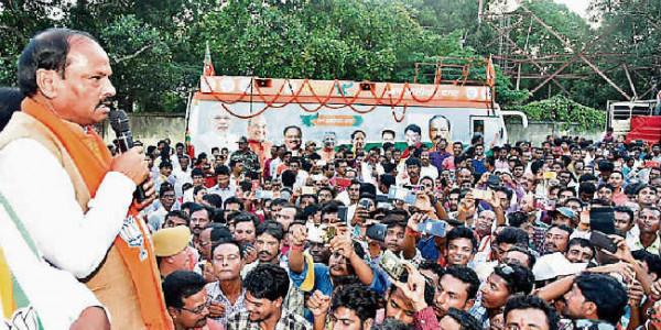 झारखंड को लूटने वालों को दिखायें बाहर का रास्ता : रघुवर दास