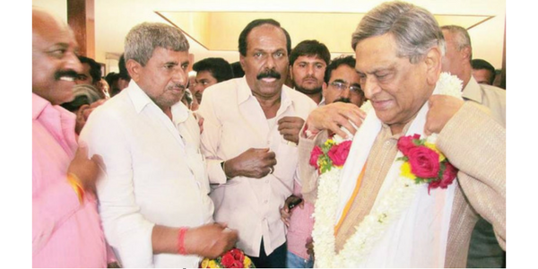 S M Krishna visits his Karmabhoomi, supporters resign from Congress