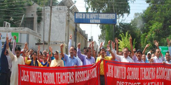 teachers-protest-against-seventh-pay-commission