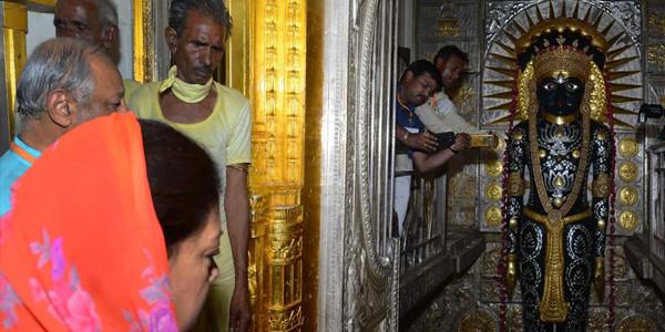 मुख्यमंत्री ने श्री नागेश्वर पाश्र्वनाथ तीर्थ में पूजा-अर्चना की