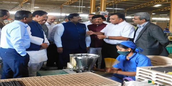 Maharashtra Ministers visit Cycle Pure Agarbathies