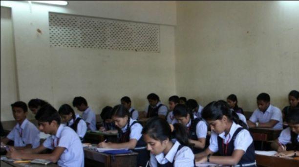 शरीर से आती बदबू के कारण स्कूल ने 7 बच्चों को निकाला