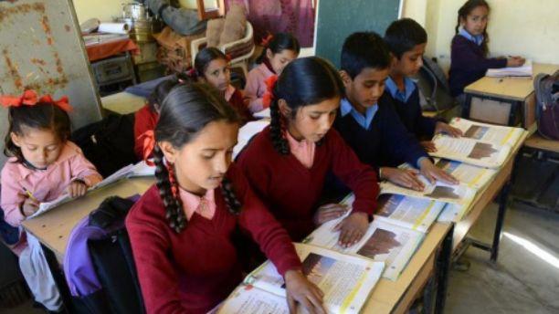 खाली पदों पर शिक्षकों की भर्ती नहीं होने से शिक्षा के स्तर में आई गिरावट