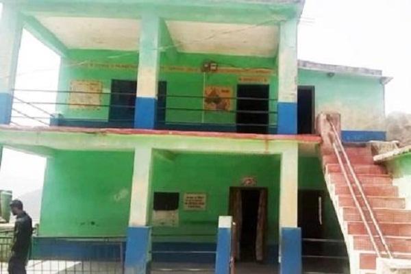पांच साल से केवल एक पीटीआई के सहारे चल रहा है यह स्कूल
