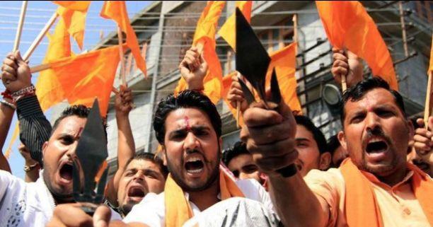 शहीदों का भी अपमान करने लगा RSS