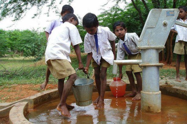 बेहट जिले के गाँव क्षेत्र मे खराब हो रहा है पानी