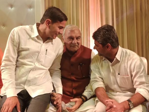 कल रात को आदरणीय चौ. भूपेंद्र सिंह हुड्डा जी के साथ एक शादी समारोह में शिरकत करते हुए भाई बिजेंद्र कुटानी के साथ