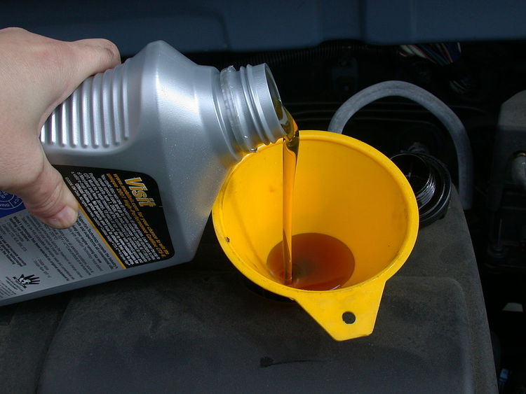 1200px Motor Oil Refill With Funnel