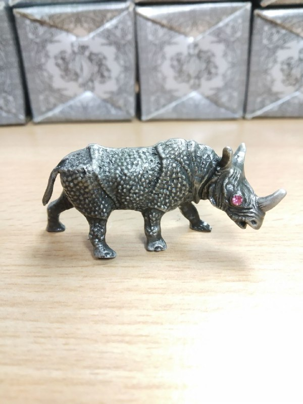Pewter Figurines - Rhino with Stones Eyes (Random Color Stones)