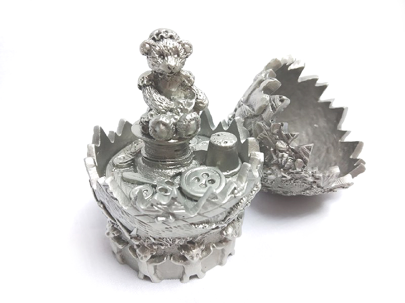 DKH034 Pewter Figurines - Easter Egg with Bear (Female)