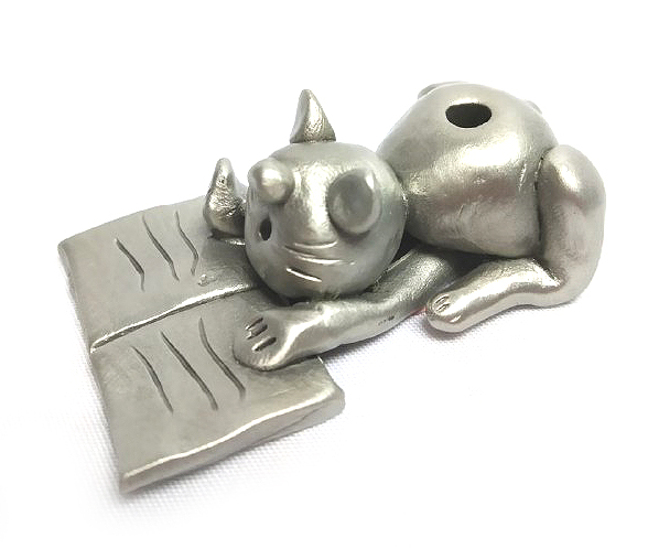 DKH041 Pewter Figurines - Cat Reading A Book