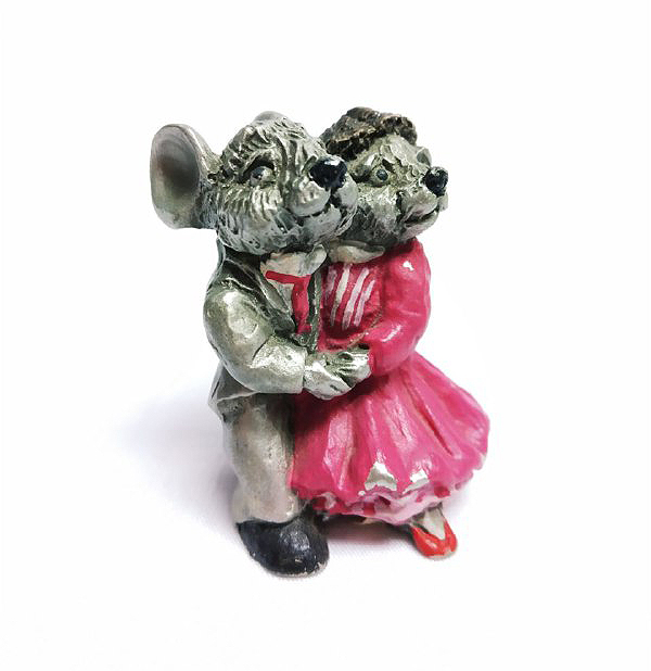 DKH068DC Pewter Figurines - Couple Dogs with Décor