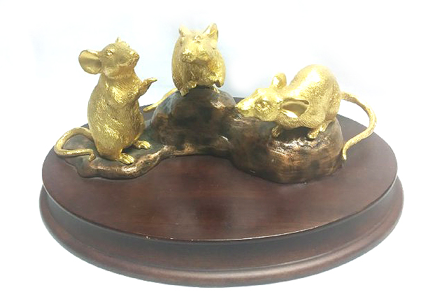 DKH098GP Gold Plated Pewter Figurines - Rats with Woodbase