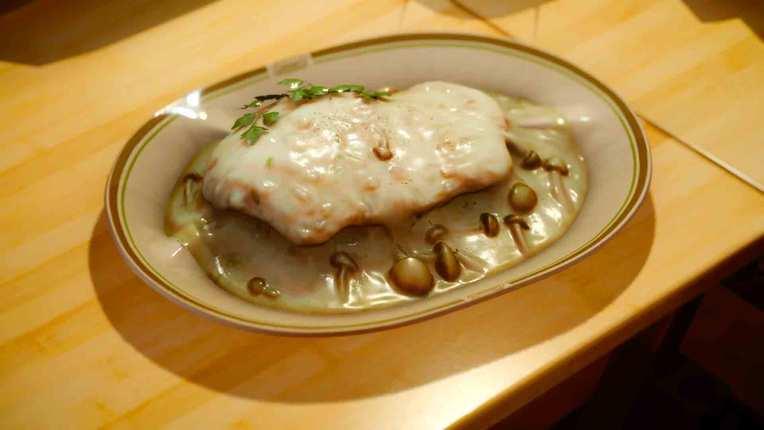chicken-with-white-saucejpg-4855a0_765w