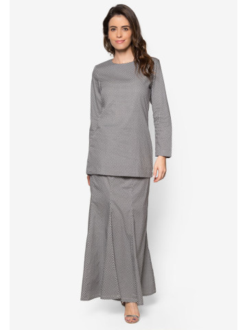 Photo 1 of Kurung moden KMD1 Baju kurung moden dewasa kosong plain ✔kain duyung ✔duyung potong 6 ✔ susun belakang ✔ lipat batik ✔ costemer suggest