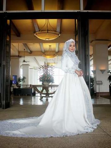 Photo 1 of nurfaisha couture bridal TP-548001 Dress pengantin yang dipenuhi dengan lace dan manik jahitan tangan dan manik tampal