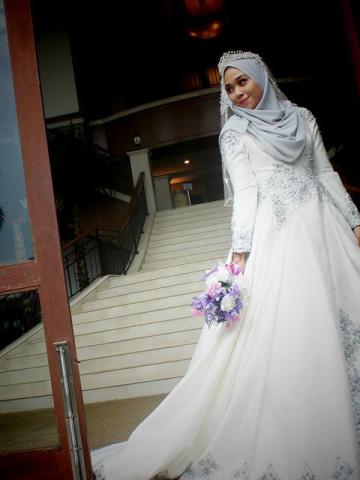 Photo 2 of nurfaisha couture bridal TP-548001 Dress pengantin yang dipenuhi dengan lace dan manik jahitan tangan dan manik tampal