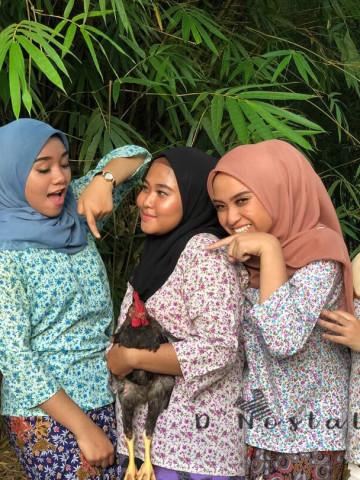 Photo 1 of Baju Kedah TP-565006 Baju kedah dipadankan dengan kain batik. Trend , baju kedah jugak dipakai diluar selain dirumah.