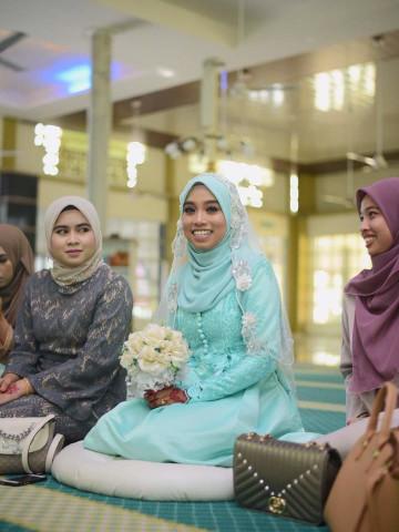 Photo 2 of Baju Gaun nikah TP-565008 - baju gaun nikah disertaikan lace dikeliling tangan, bawah kaki serta sedikit dibahagian atas bahu hingga pinggang. + butang balit sebagai aksesori