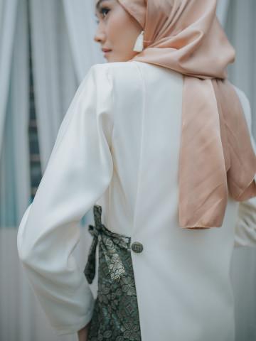 Photo 2 of Jubah Lunara LR-01 Antara hasil kerja kami. Jubah Lunara. Fesyen moden, minimal & classy.
