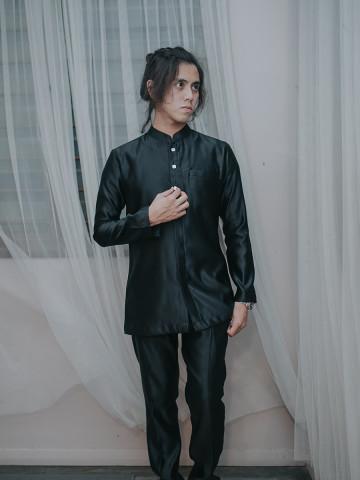Photo 1 of Baju Melayu Regalis R-01 Antara hasil kerja kami. Baju Melayu Regalis. Fesyen moden & classy. Sesuai untuk wedding, dinner & beraya di Hari Raya.