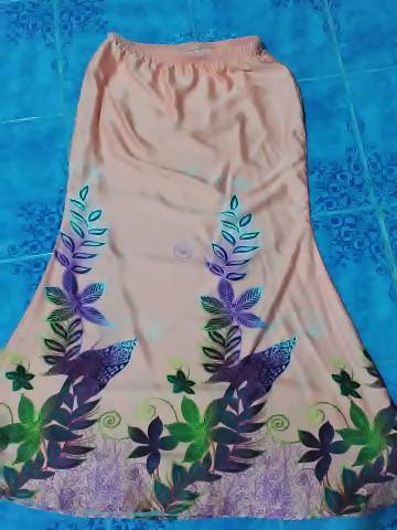 Photo 1 of baju kurung pesak gantung / pahang TP-5780020 baju kurung pesak gantung wanita dewasa -  corak berkaki kain potongan duyung kaf di bahagian hujung lengan