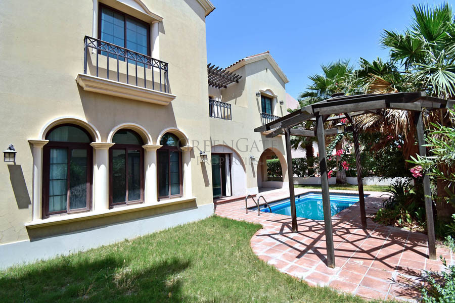 Luxury 4br Residence with Private Garden and Pool