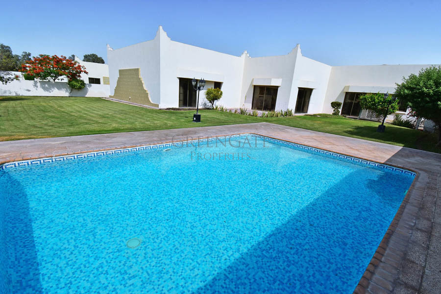 Four Bedroom Villa with Garden and Pool!