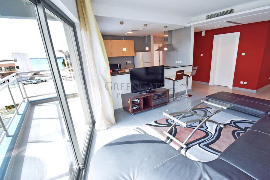 Modern 1 Bed Apartment with Balcony and Sea Views