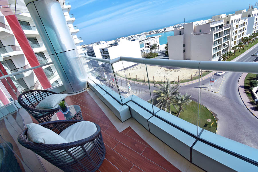 Deluxe 2 Bed Apt with Large Balcony and Facilities