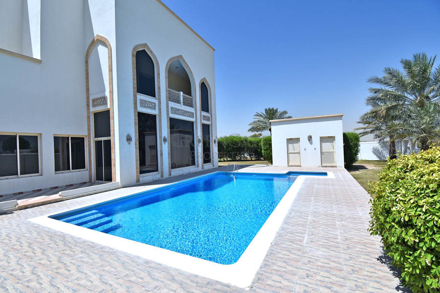 Sophisticated 5br Family Home with Garden and Pool