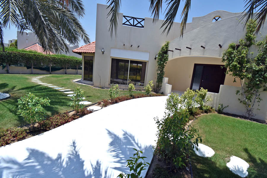 3 Bed Villa with Landscaped Garden and Facilities