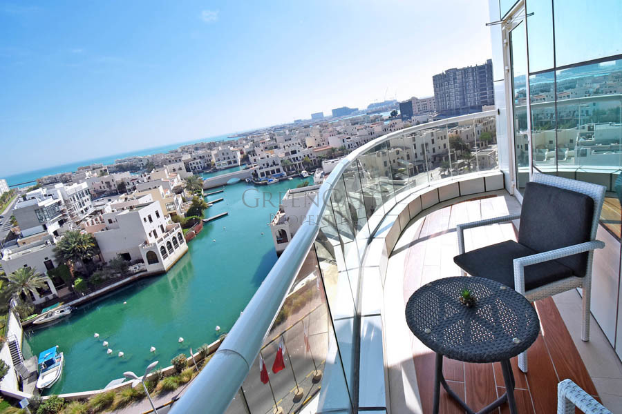 Impressive 2 Bed Apt with Views Over Floating City