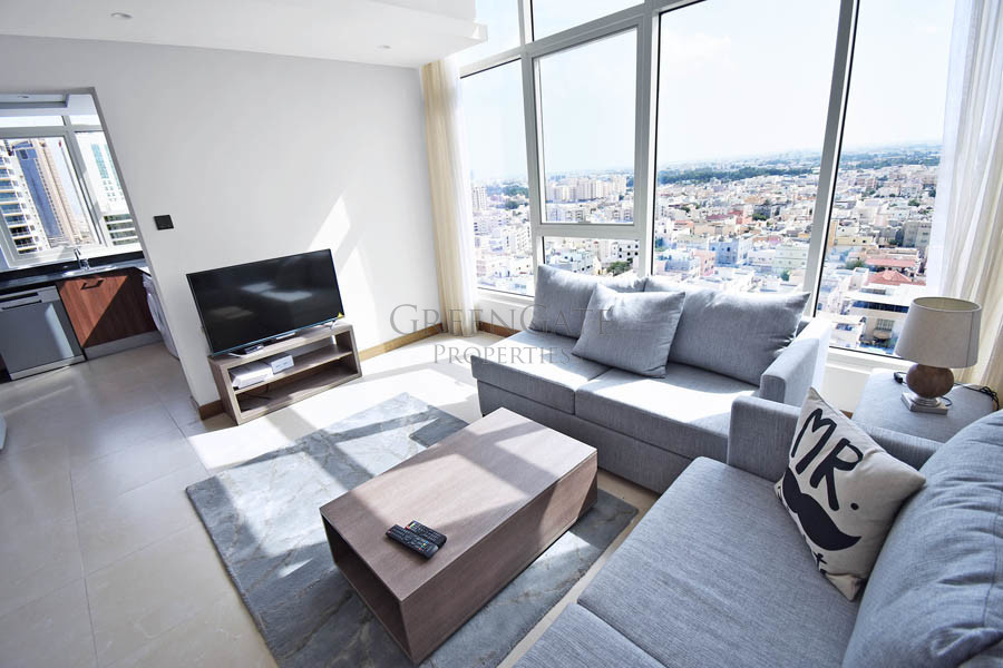 Fully Furnished One Bed Luxury Apt with City Views