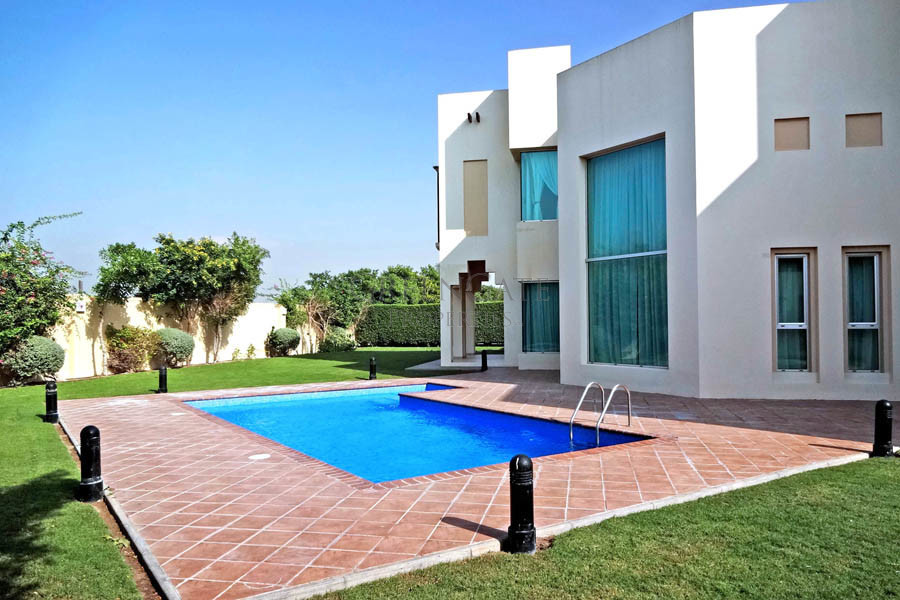 Executive 4br Residence with Large Garden and Pool