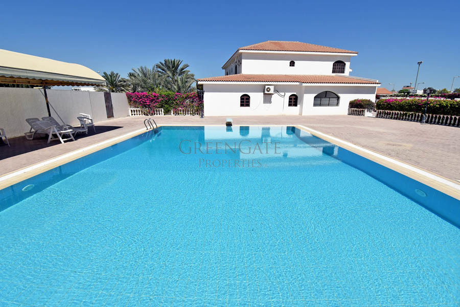 Great Value for 3br Spanish Style Villa - Rent Inc