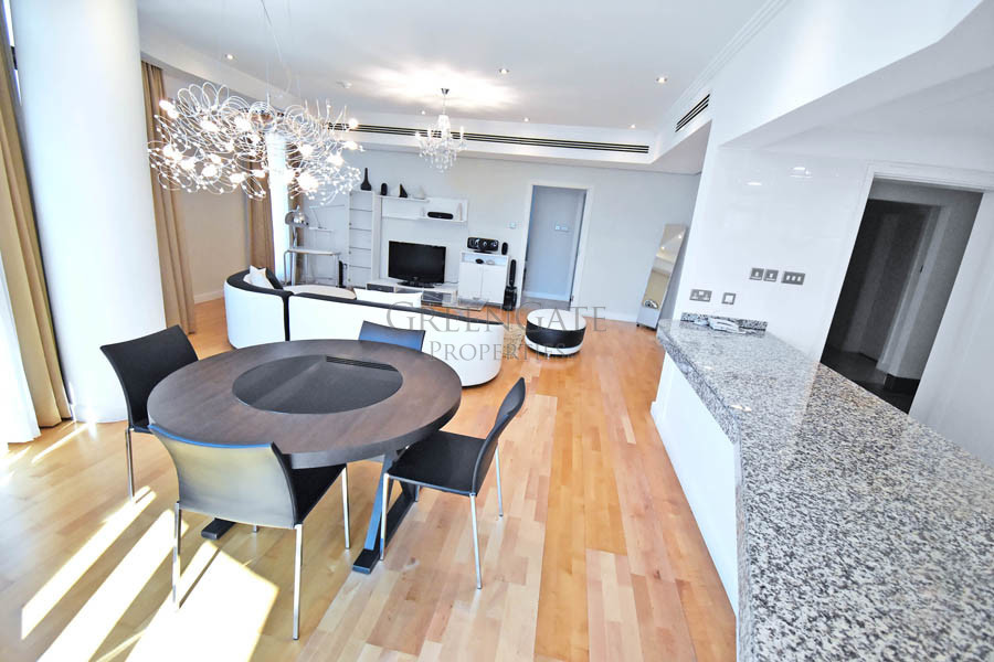 Stunning 1 Bed Luxury Apt with Wraparound Balcony