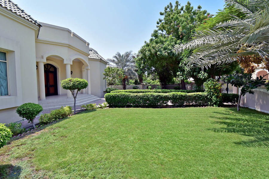 Beautiful 4br Family Villa with Landscaped Garden