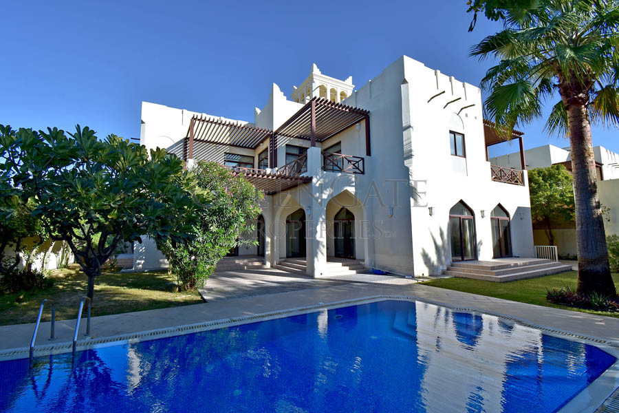First Class 5br Villa with Private Garden and Pool