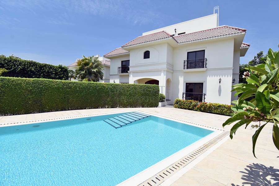 Five Bed Luxury Villa with Private Garden and Pool