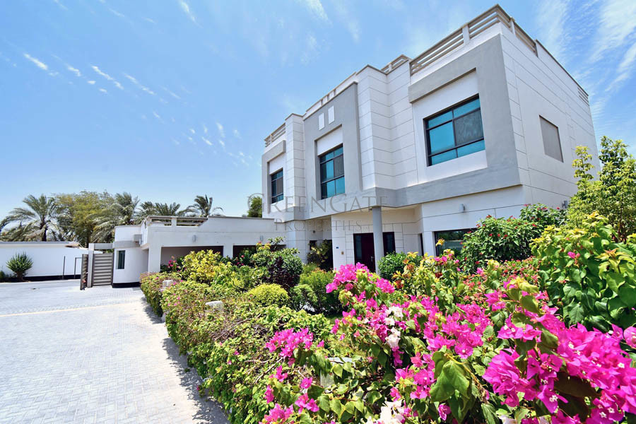 Impressive 5 Bed Family Villa with Swimming Pool