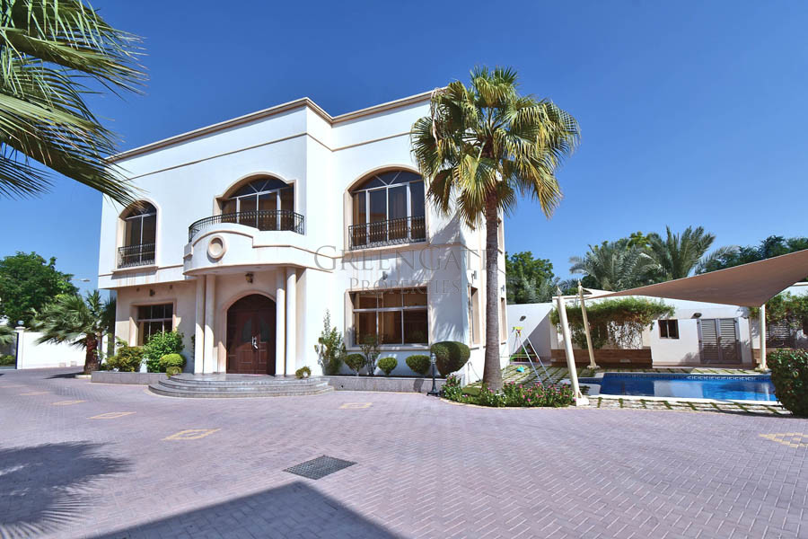 Luxury Four Bedroom Family Villa in Small Compound