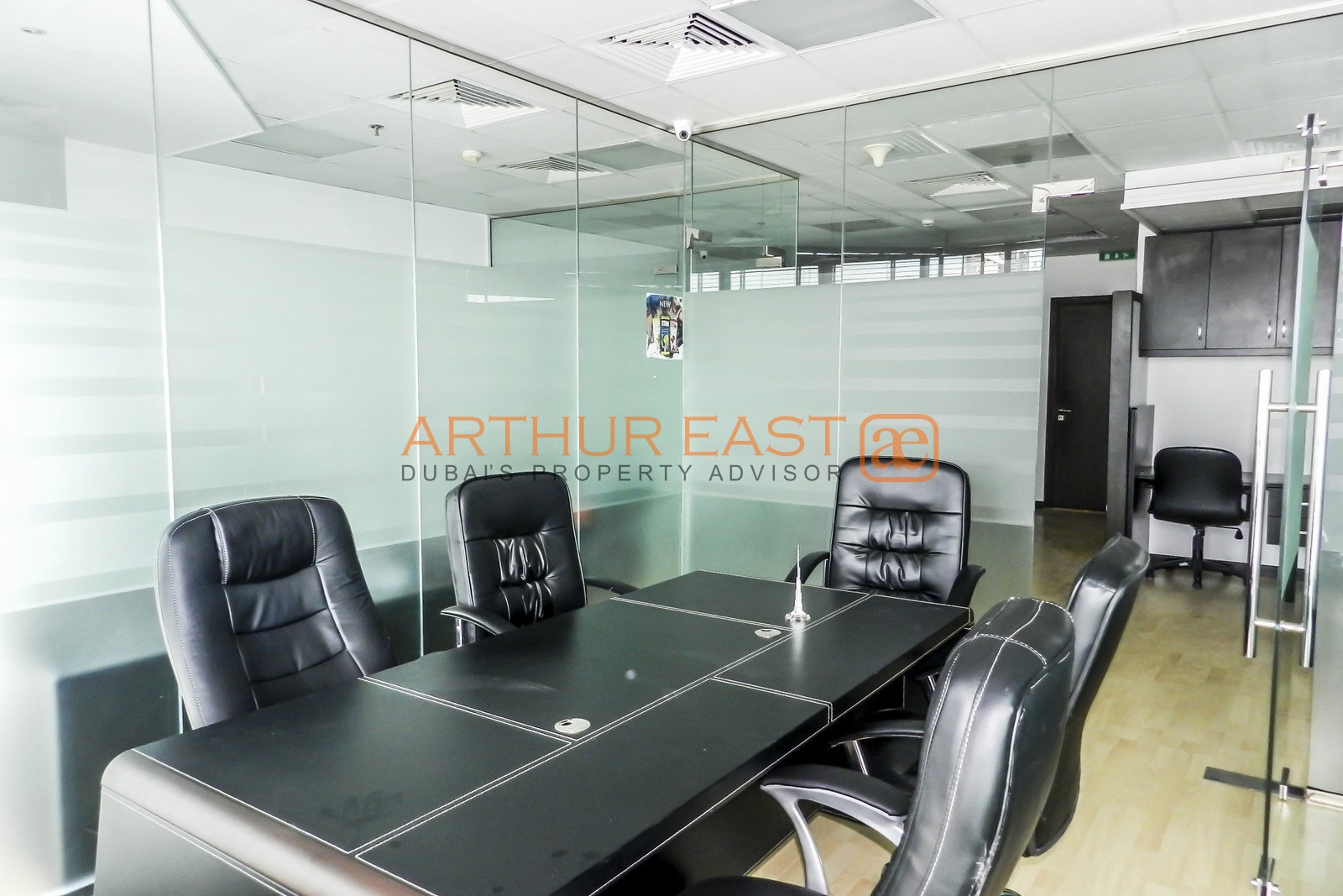 close-to-metro-l-uniformed-layout-office