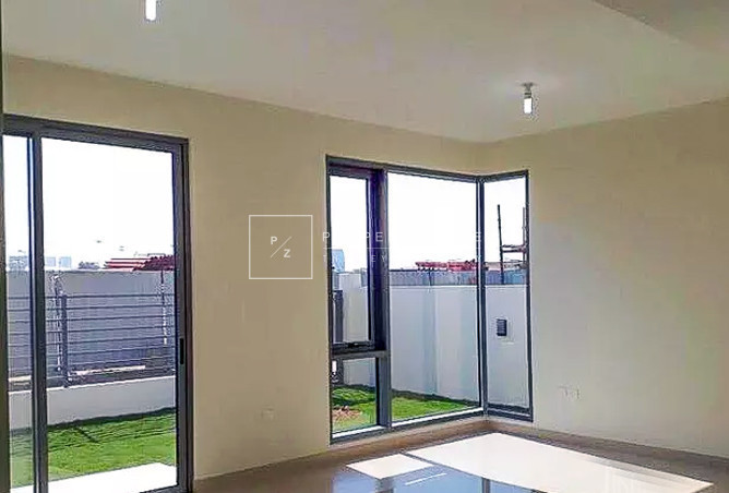 Single Row | Park View | 4 Beds + Maids